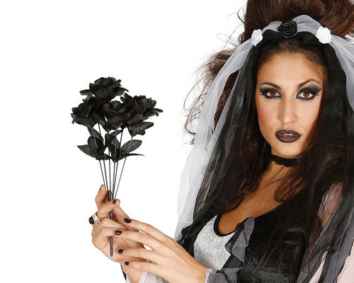 black bouquet of roses